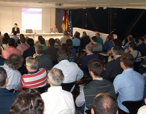 Salón de actos repleto en las Jornadas de Eficiencia Energética en el Think Tic