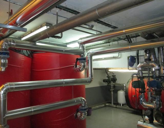 Sala de calderas de biomasa en comunidad Rio Ebro, Miranda de Ebro (Burgos)