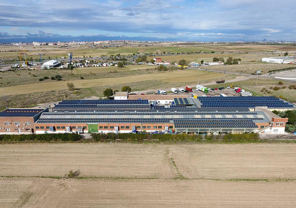 Instalación solar fotovoltaica de autoconsumo en industria de plástico en Fuenlabrada