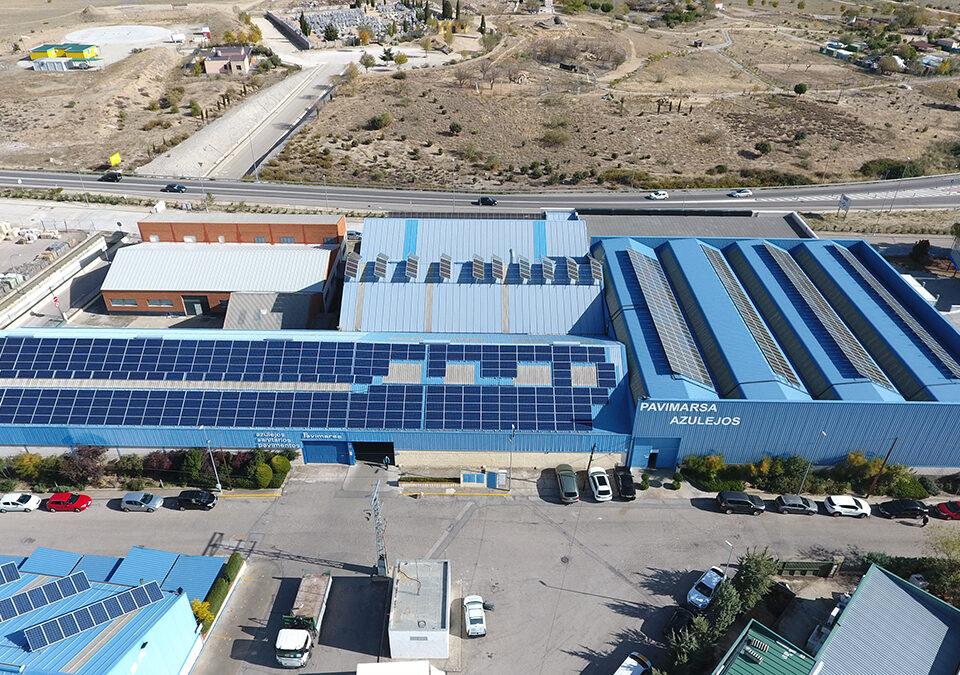 Instalación solar fotovoltaica de autoconsumo en almacén de cerámica en Navas del Rey