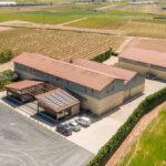 Instalación solar fotovoltaica en la bodega Viñedos Ruiz, en Aldeanueva de Ebro, La Rioja