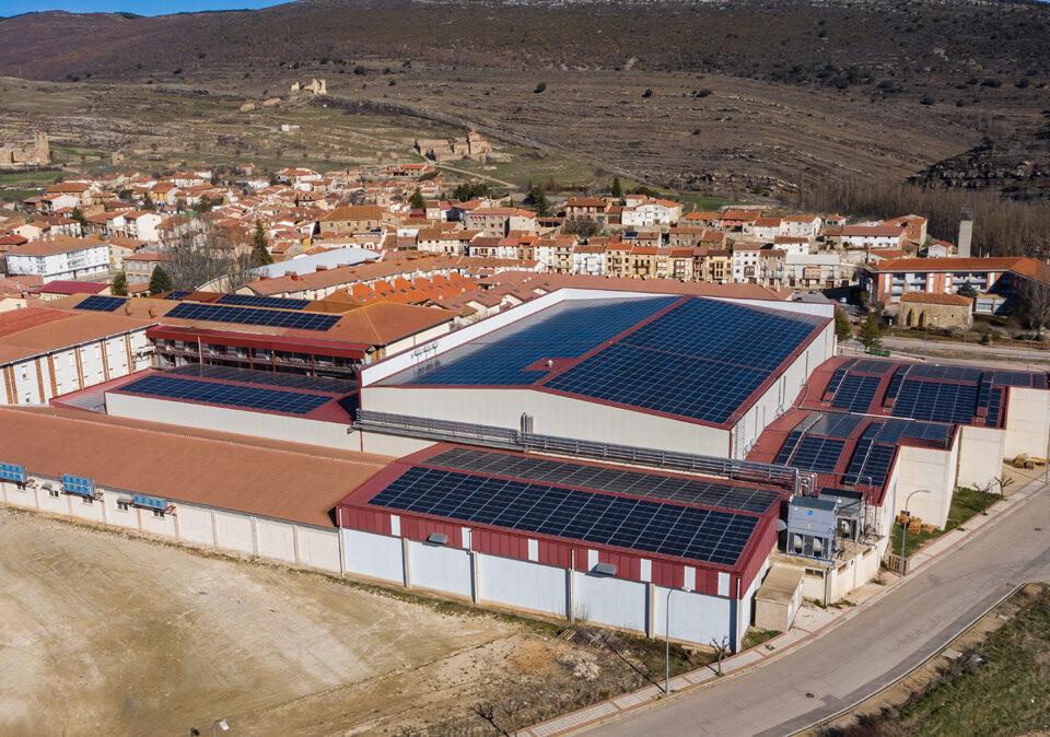 Instalación solar fotovoltaica en la empresa Embutidos La Hoguera en Soria