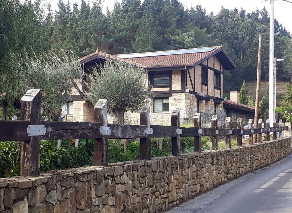 Instalación doméstica fotovoltaica de autoconsumo en vivienda unifamiliar