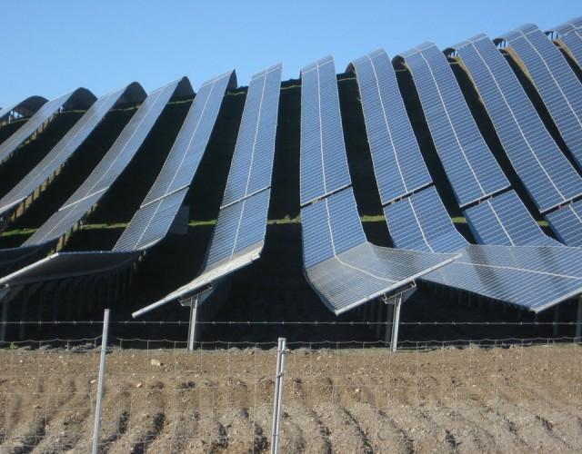 Parque solar fotovoltaico conexión a red en Lucainena