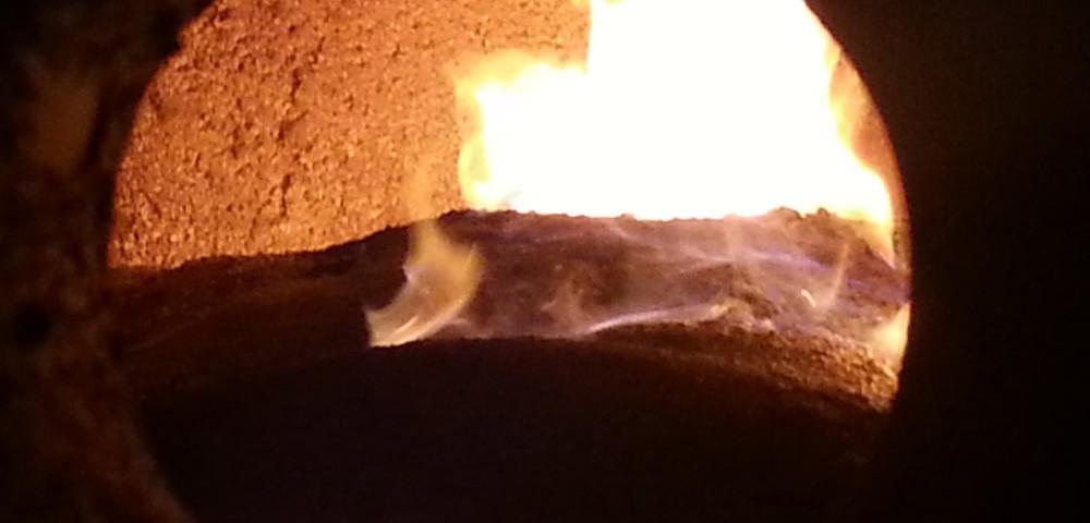 Cámara de combustión en la instalación de biomasa en lavandería de Corosma