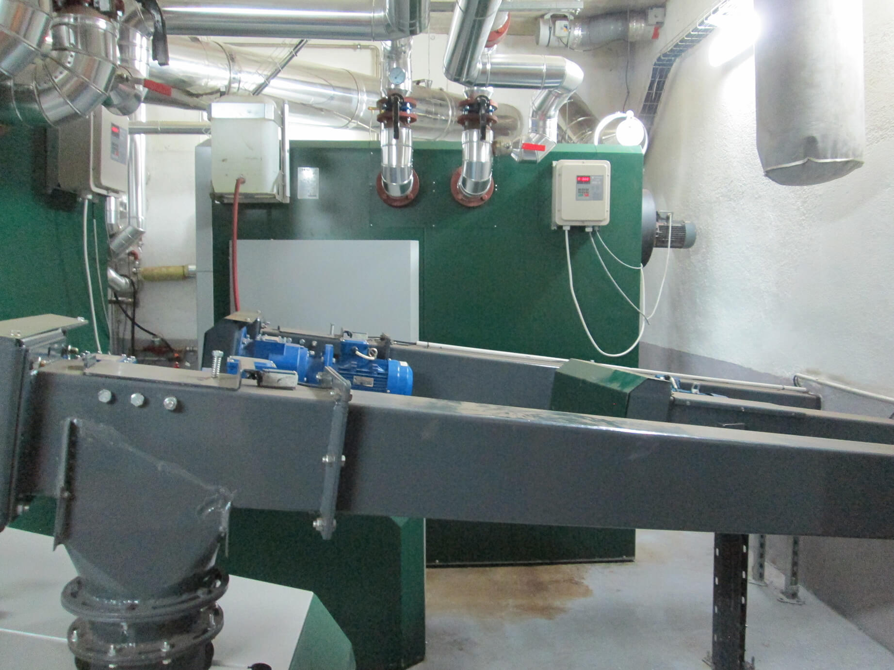 Sala de calderas de biomasa en comunidad de Padre Piquer.